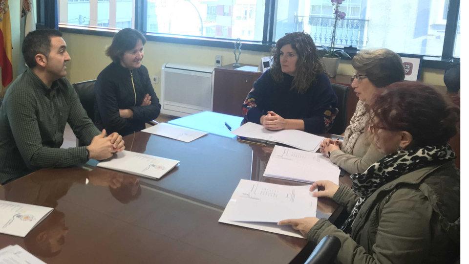 Narón recibe a la asociación Áurega, de asesoramiento a familias con niños con altas…